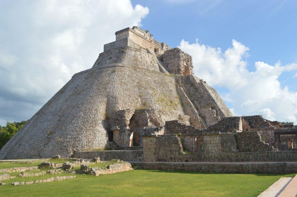 マヤ暦ピラミッド